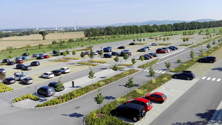 Duży Parking Samochodowy