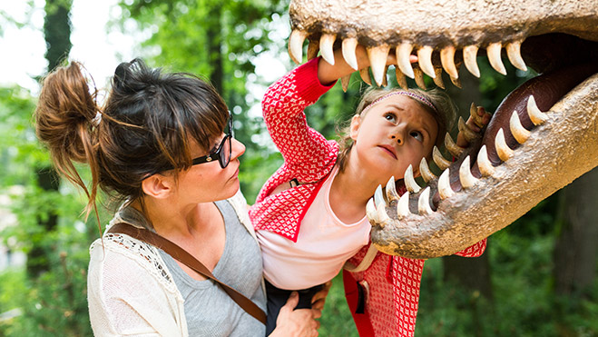 More than 200 life-size dinosaurs
